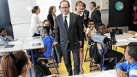 French President Hollande and Education minister Vallaud-Belkacem