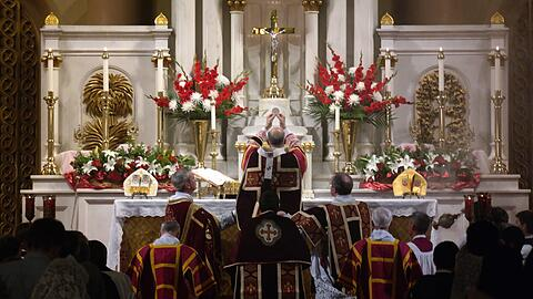 Alte Messe- Gottesdienst der Traditional Latin Mass Society in San Francisco