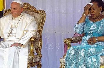Pope Francis attends a meeting with Samba-Panza at the Palais de la Renaissance  in the capital Bangui