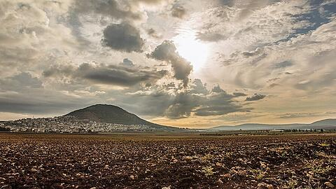 Biblische Berge: Tabor Mountain and Jezreel Valley in Galilee, Israel