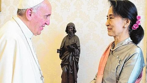 Pope receives Nobel Peace Aung San Suu Kyi