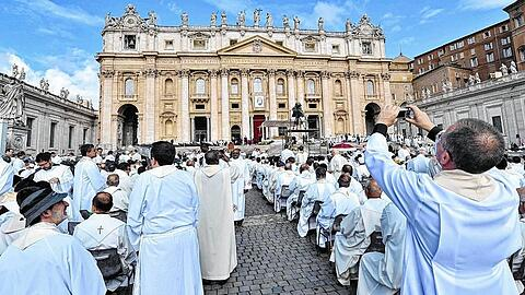 Pope leads Mass for Priests' Jubilee