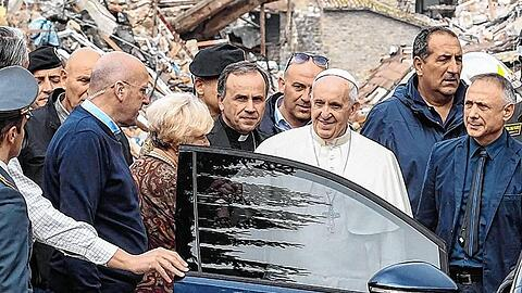Pope Francis visits Amatrice